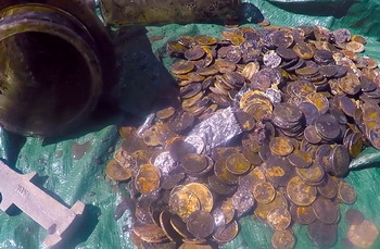 Divers find sunken treasure