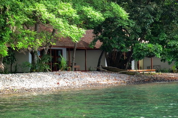 Alami Alor Resort - Waterfront Bungalow