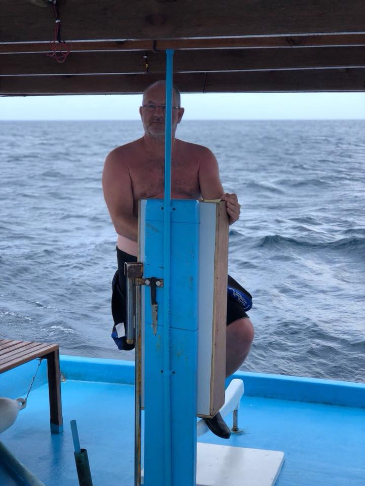 mal selber das Dhoni lenken - macht viel Spass, Dive Rasdhoo, Malediven