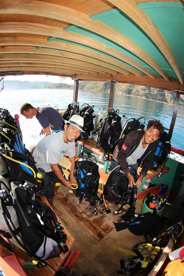Tagesboot Tauchdeck, Komodo Dive Center day boat, Komodo Dive Center, Labuan Bajo‬, Indonesien, Allgemein