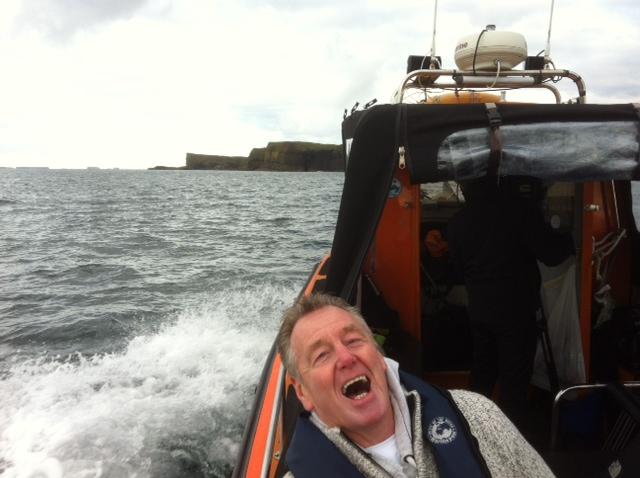 Auf dem Weg zu Fingal's Cave, Fingal's Cave, Staffa, Basking Shark Scotland, Großbritannien, Schottland