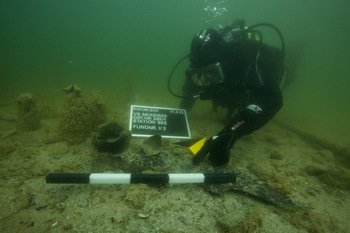 Diving archaeological investigations with documentation on the UNESCO World Heritage Site Lake Mondsee. © Christian Howe / Trustees Pfahlbauten