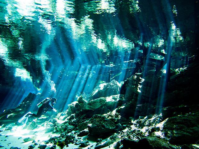 Cenote Lichtshow, Lasershow in Dos Ojos, Blue Motion Diver, Playa del Carmen, Mexiko
