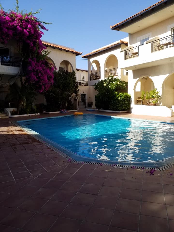 Pool, Little Inn, Kokkinos Pirgos, Kreta, Griechenland