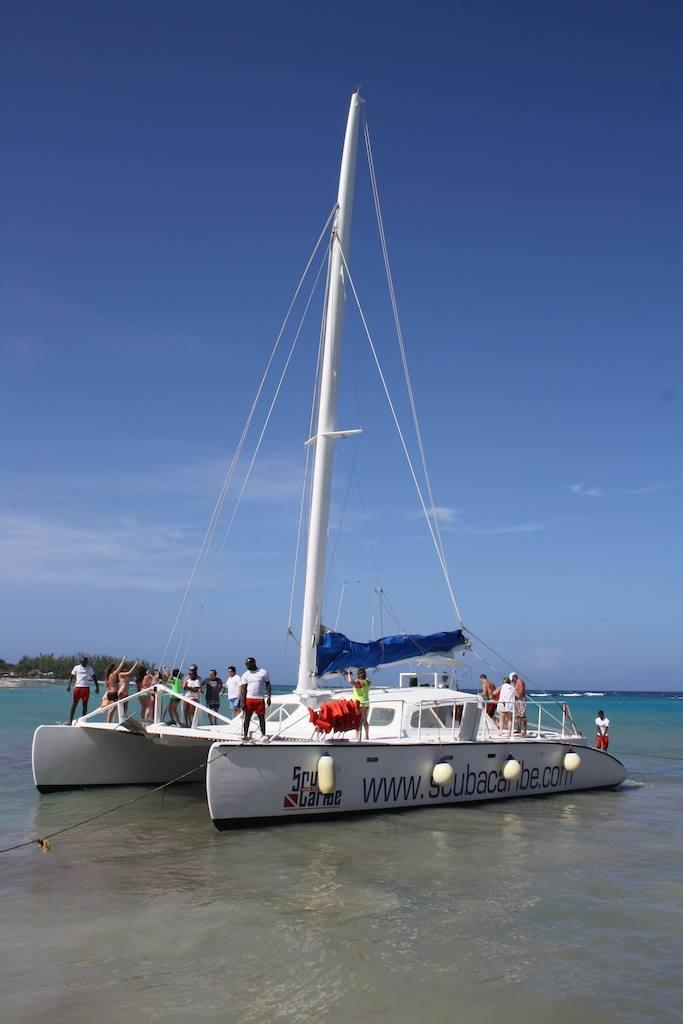 ScubaCaribe RIU Ocho Rios - Katamaran, Scubacaribe, Ocho Rios, Hotel RIU, Jamaika