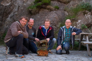 The team with the salvaged ship's lantern. From left: Pål Nymoen (Directorate for Cultural Heritage), Espen Johannesen, Tom Lundahl, Vidar Johannesen.