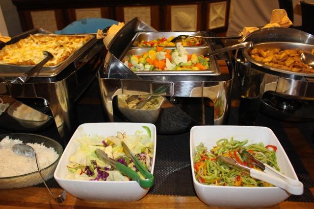 Buffet, Salate und Gemüse, Carpe Novo Explorer, Malediven