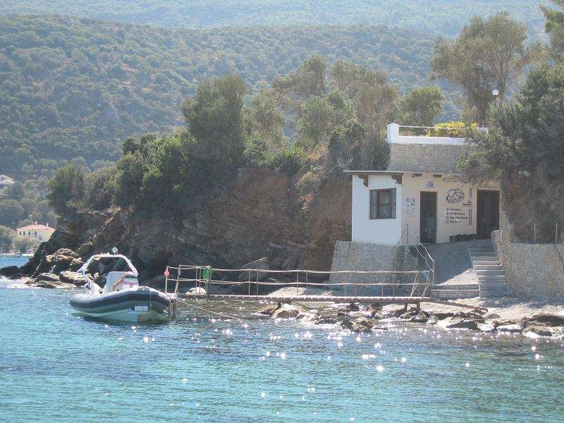 Tauchbasis vom Wasser aus gesehen, Beluga Kerveli Village, Samos, Griechenland