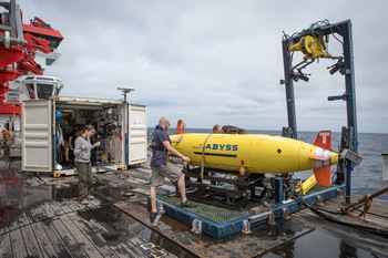 Preparing the AUV ABYSS for a dive - © BBarenbrock, Geomar