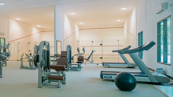 Fitness Raum mit 2 Squash Courts, Gym, Ocean Dimensions, Kihaa Maldives, Baa Atoll, Malediven