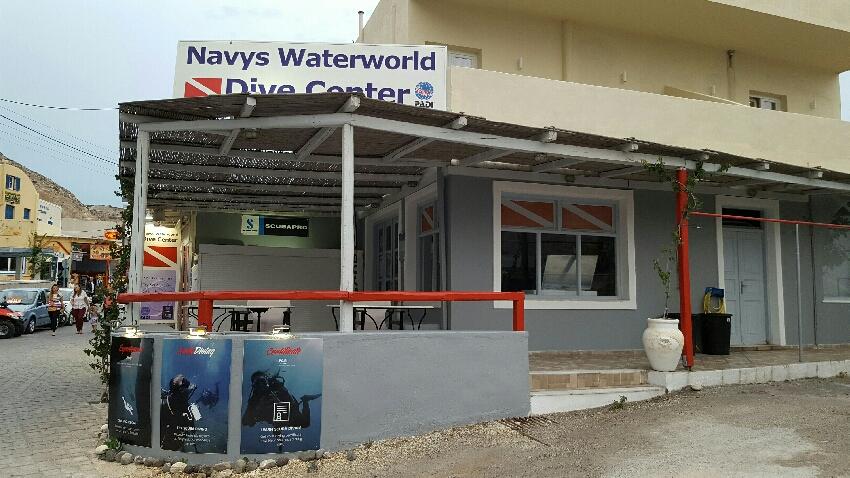 Eckansicht, Navys Waterworld Dive Center, Kamari, Santorini, Griechenland