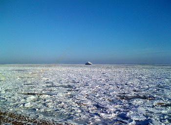 The Wadden Sea of Sylt under a sheet of ice © Olaf Klodt