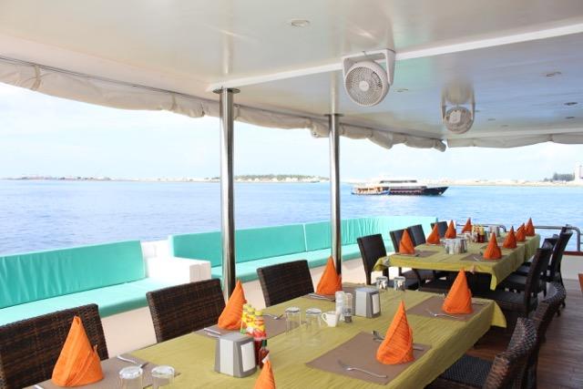 Essensbereich auf dem Oberdeck, Carpe Novo Explorer, Malediven