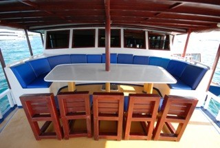 Emperor Atoll dining on deck, Maldives, Emperor Atoll, Malediven