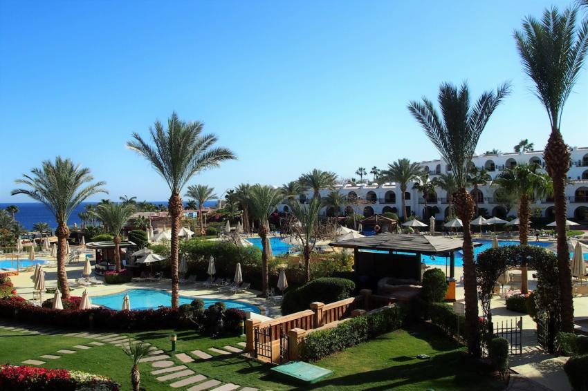 Die Hotelanlage liegt direkt am Meer. Die Poollandschaft verbindet das Royal Savoy mit dem gegenüberliegenden Savoy Hotel, Royal Savoy, Sharm el Sheikh, Ägypten, Sinai-Süd bis Nabq