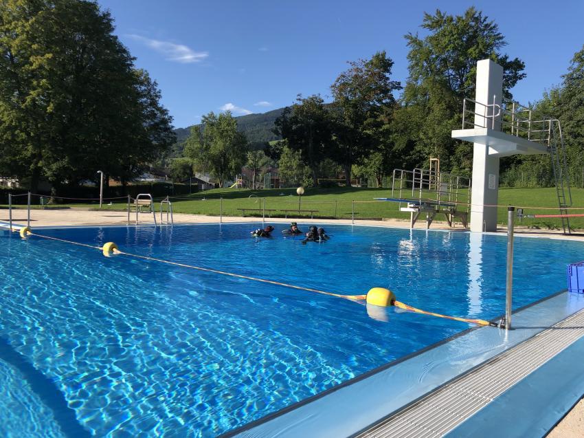 Ausbildung im Schwimmbad Rosenheim, ORCA Sport und Reisen, Deutschland, Bayern