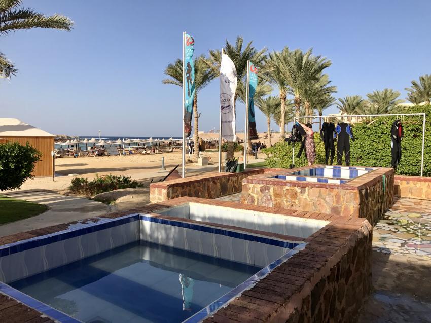 Basins for cleaning the equipment, Coraya Divers, Coraya Beach, Marsa Alam, Ägypten, Marsa Alam und südlich