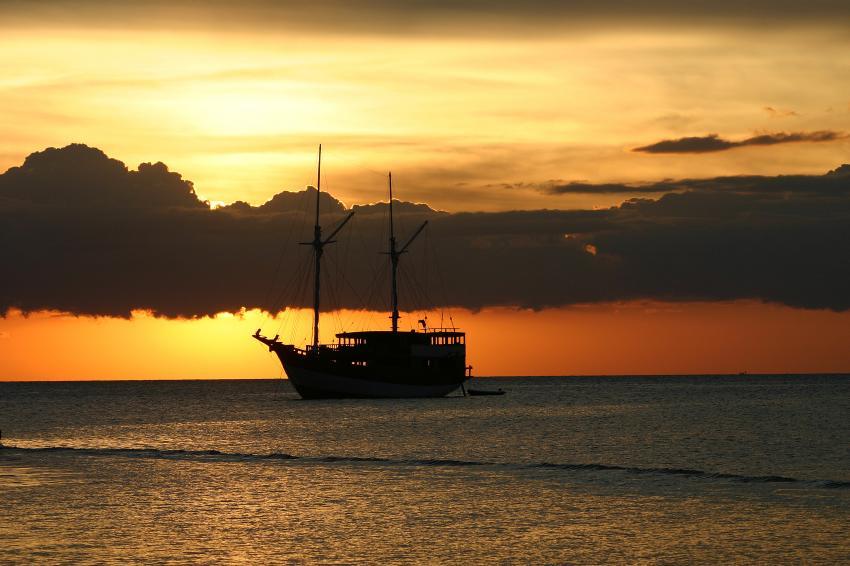 Flores Maumere, Flores Maumere,Indonesien,Tauchsafari,Sonnenuntergang auf dem Meer