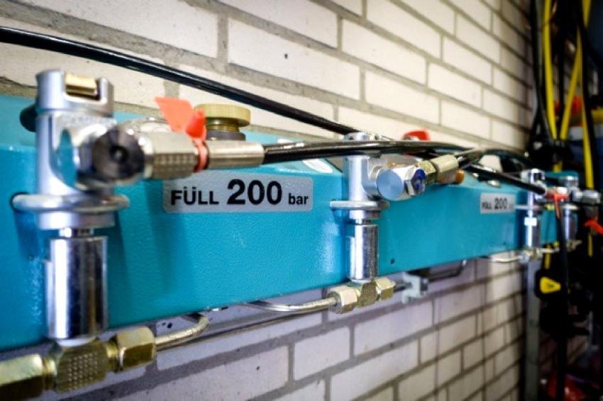 BAUER PureAir Füllstation mit 200 und 300bar, Füllstation, BAUER Kompressor, Tauchen Südstrand, Fehmarn, Deutschland, Schleswig-Holstein