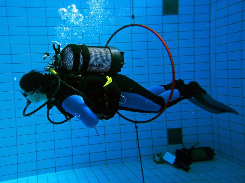 Pooltraining 05-2012 Aqua Action, Pooltraining Gerlingen,Baden Württemberg,Deutschland,Pool,Training,Ausbildung,Tarierung,Geschicklichkeit,üben