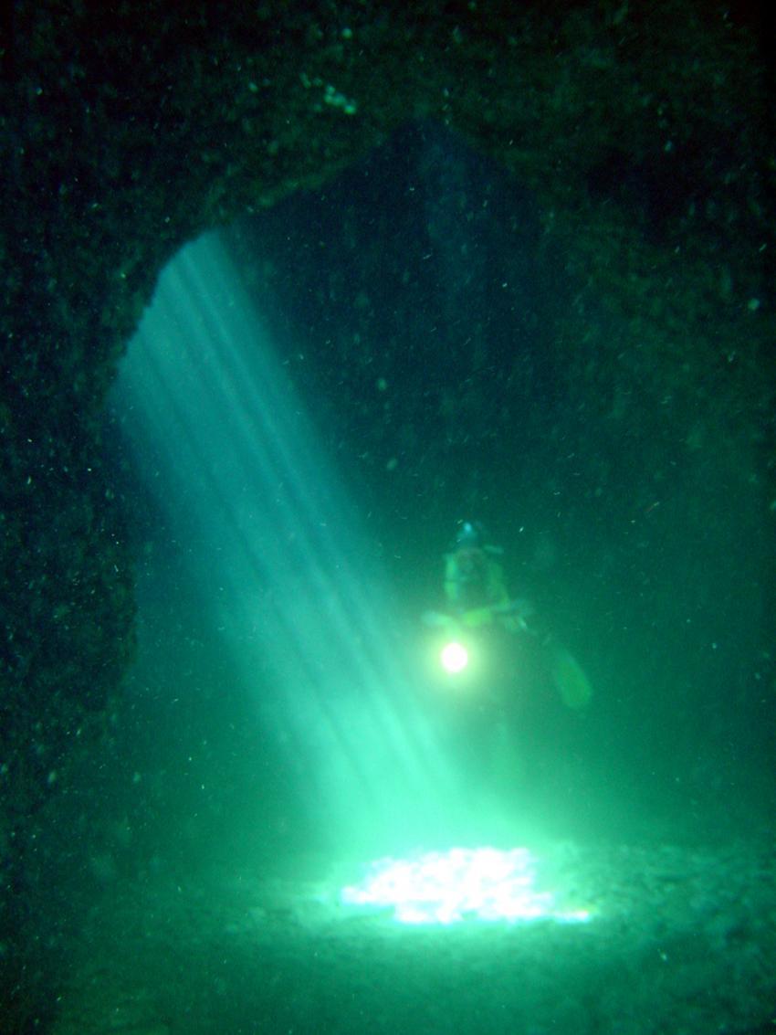 Pula, Pula,Kroatien,Grotte IV,höhle,lichtstrahl,sonne
