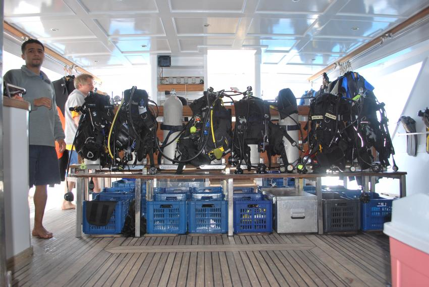 Südtour Divers Heaven Fleet, Südtour,Ägypten,Tauchdeck,Ausrüstung