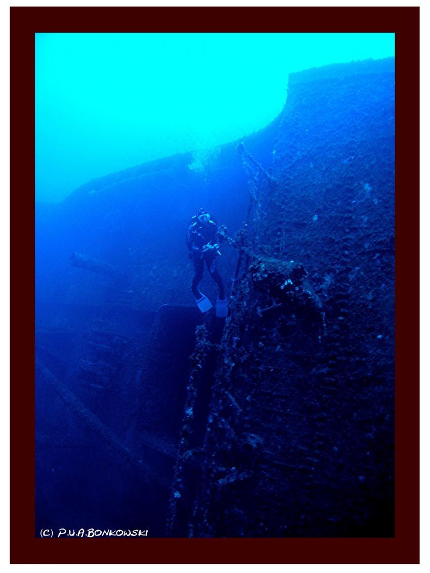 Sardinien-Cagliari&Cala e Moru, Sardinien - Cagliari & Cala e Moru,Italien,wrack,bordwand,deck,blau