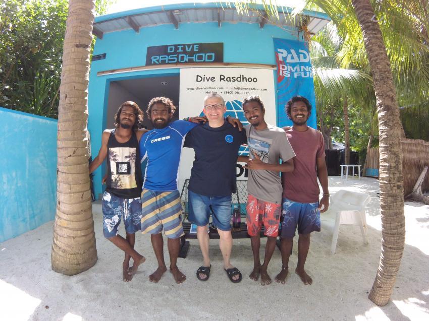 """Die Jungs von """"Dive Rasdhoo"""" und Gerhard, Dive Rasdhoo, Malediven"""