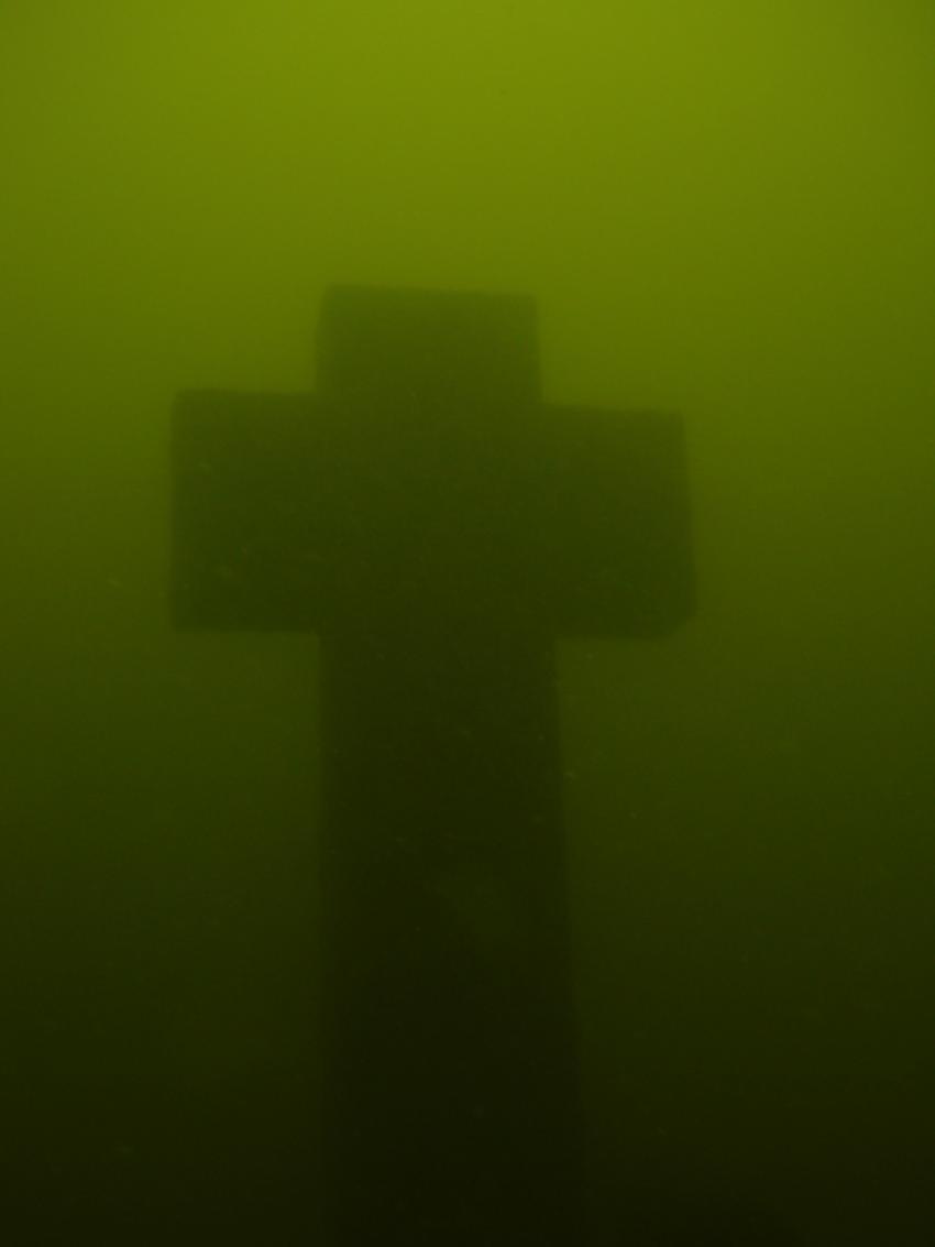 Losheimer Stausee, Stausee Losheim- Losheim am See,Saarland,Deutschland,Gedenkkreuz,kreuz,trüb
