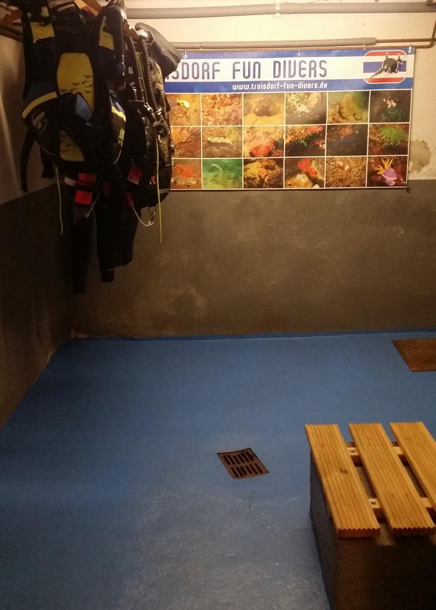Trockenraum, Troisdorf Fun Divers, Troisdorf, Deutschland, Nordrhein-Westfalen