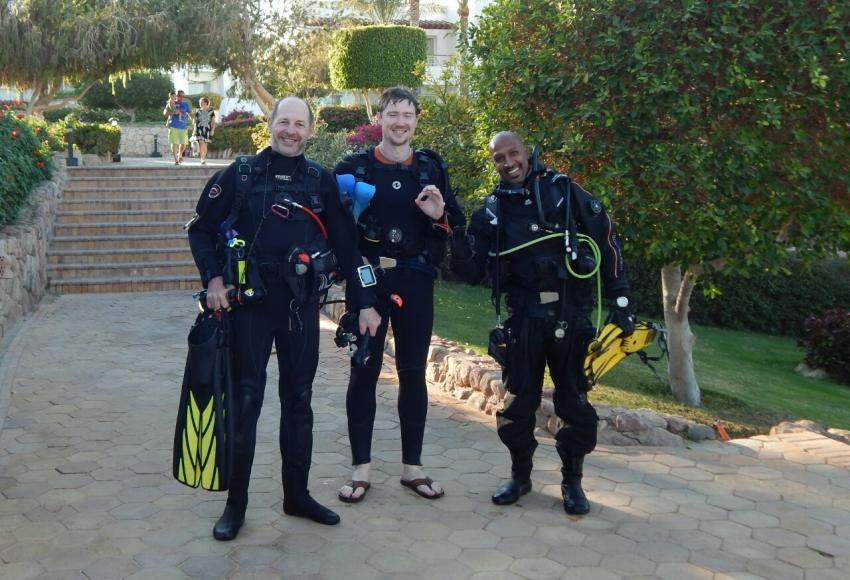 Alex (rechts) nach den Hausriff Tauchgang, Dive In, Hotel Renaissance Golden View Beach Resort, Sharm El Sheikh, Ägypten, Sinai-Süd bis Nabq