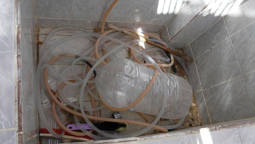 Spühlbecken als Müllablageplatz benutzt., Aquastars DC, Amwaj Blue Beach Resort, Ägypten, Safaga