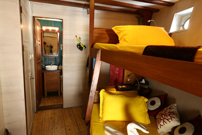 Twin bed cabins 5 & 6 lower deck MV Ambai, Twin bed cabins 5 & 6 lower deck MV Ambai, MV Ambai, Indonesien, Allgemein