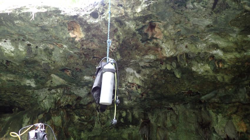die Ausrüstung muss nicht die steile Treppe runter geschleppt werden., Cenote Dream Gate, Mexiko