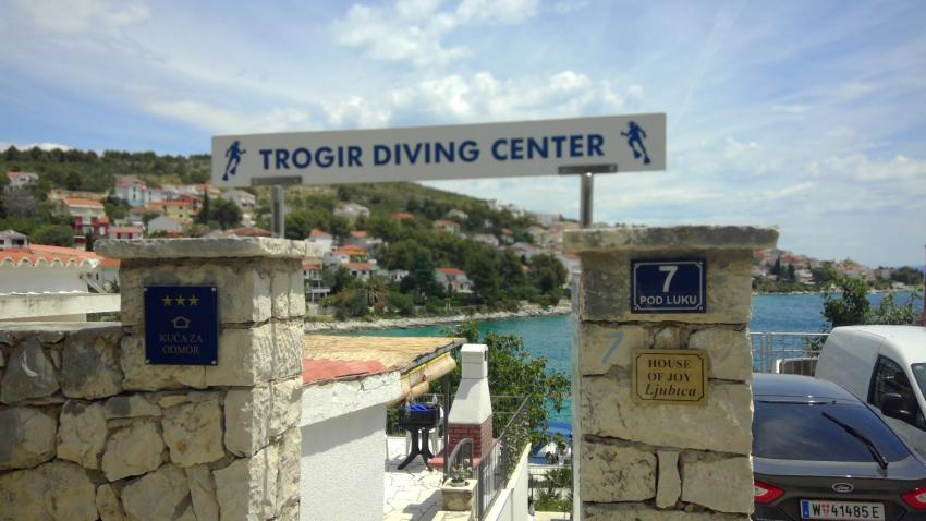 Eingang Tauchbasis, Trogir Diving Center, Okrug Gornji, Kroatien