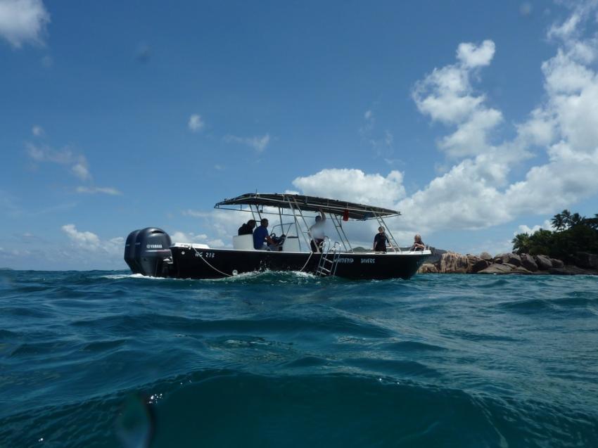 Eins der beiden Tauchboote, Whitetip Divers, Praslin, Seychellen