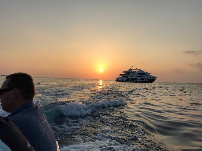 Serenity bei Sonnenuntergang, Emperor Serenity, Malediven