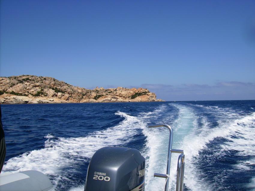 Sardinien - Achipelago Maddalena - Palau, Sardinien - Achipelago Maddalena - Palau,Italien,Lavezzi,Fahrt,Außenborder