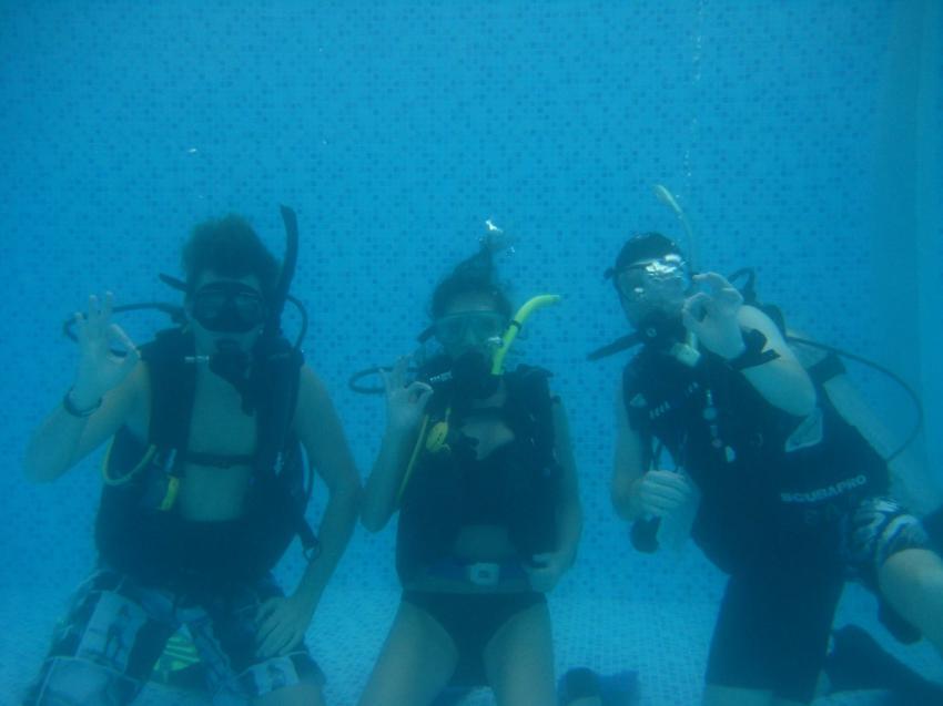 Absolut Diving - Ausbildung, Absolut Diving, deutsche Tauchschule, PADI, TDI, NAUI, Kreislaufgerät, Rebreather, CCR, TEC, Nitrox, TRIMIX, Kata, Thailand, Phuket, Safaris, Tagestouren, Liveaboard, Similans, Phi Phi, Schnorcheln, Andamanensee