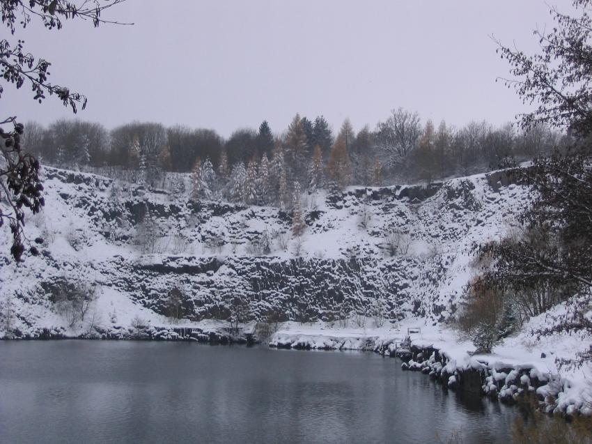 Schönbach, Schönbach - Steinbruch Winkel (HTSV-See),Schönbach,Hessen,Deutschland,Steinbruch,Winter,Schnee