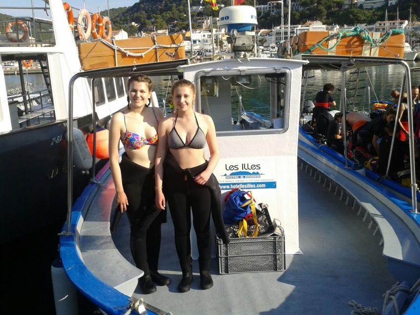 Tauchboot mit Schülerinnen, Les Illes Tauchschule, Hotel Les Illes, Estartit, Spanien, Spanien - Festland