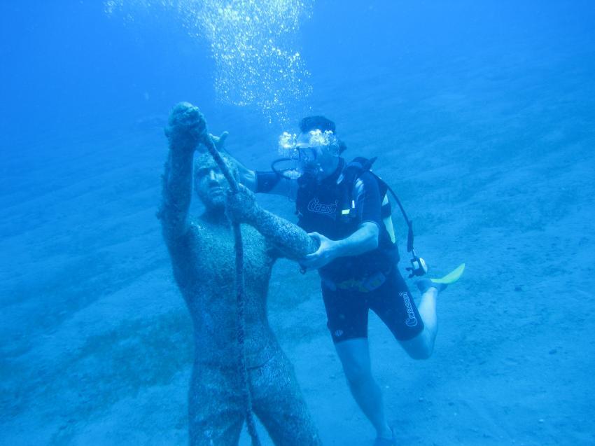Statue unter Wasser