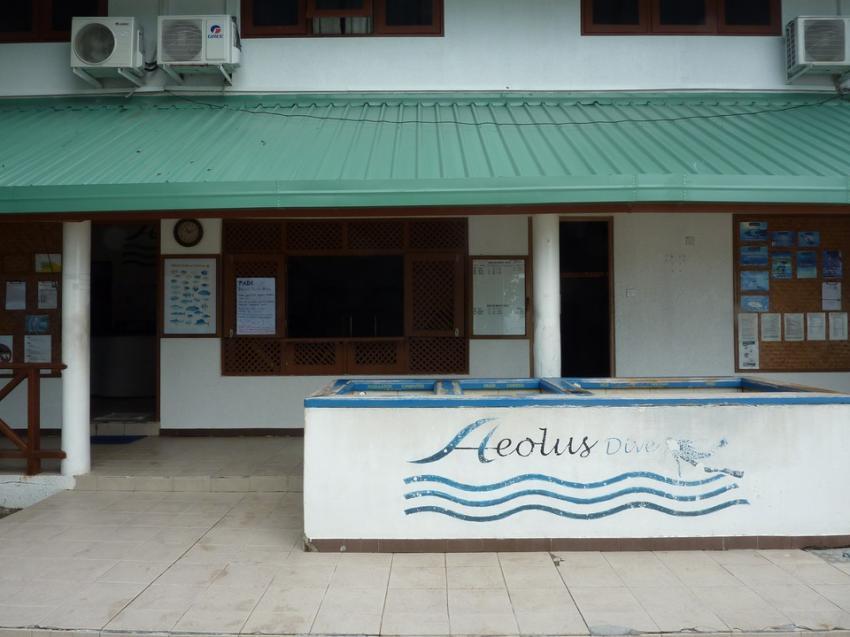 Die Tauchbasis auf dem kleinen Atoll, Aeolus Diving, Fihalhohi, Malediven