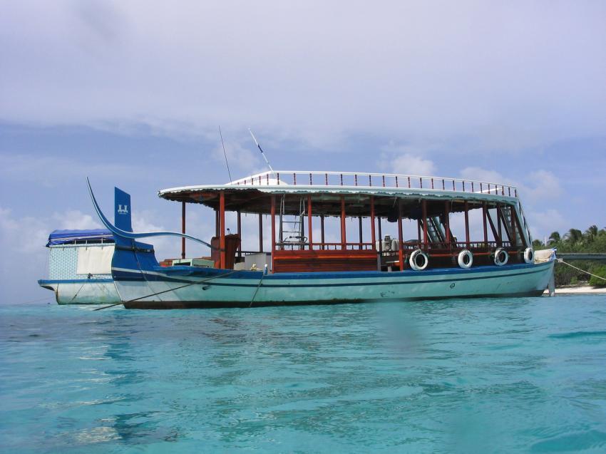 Reethi Beach( Baa Atoll), Reethi Beach,Malediven,tauchboot,dhoni