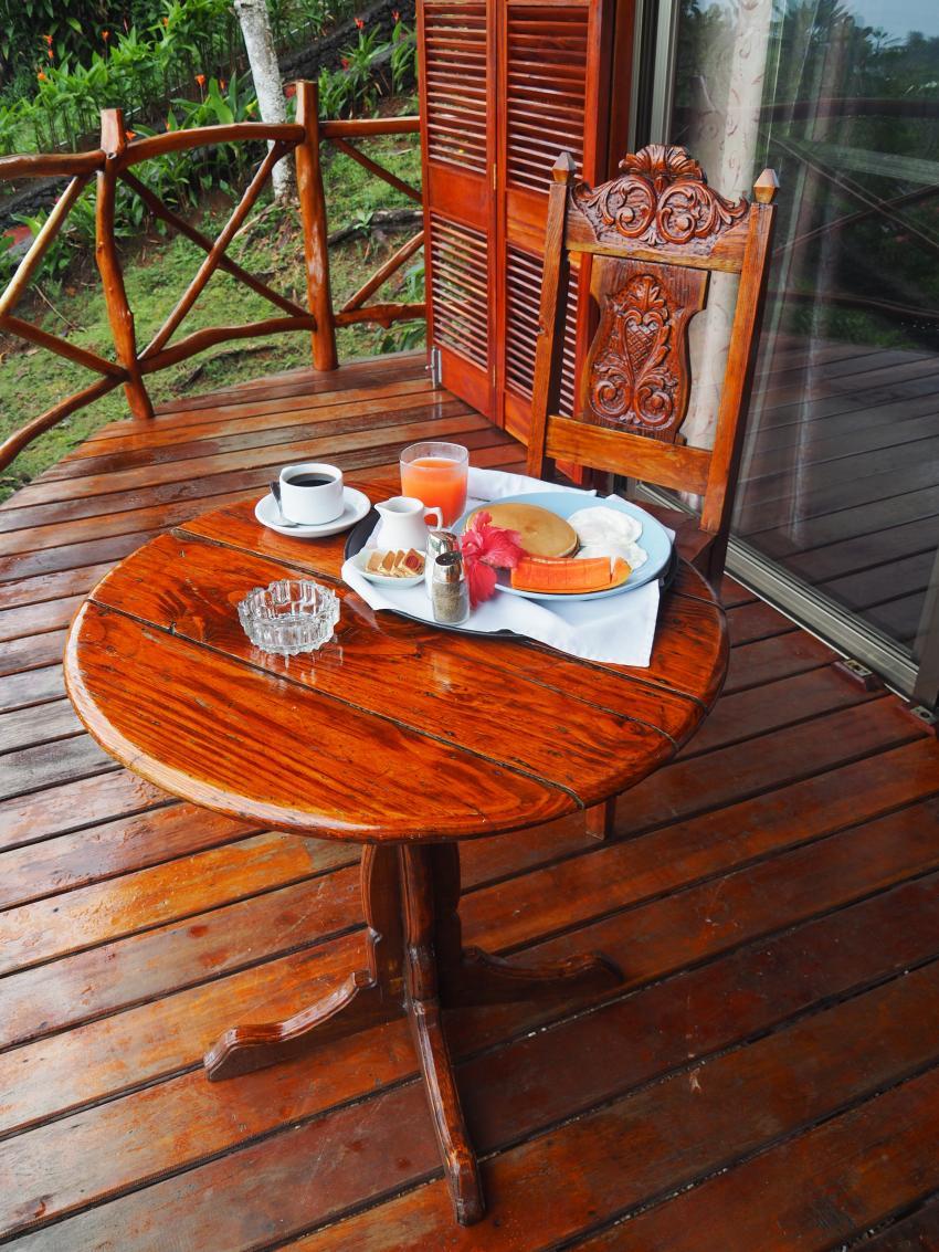 Frühstück auf dem Balkon, Aliiibamou Resorts ♥ Carolines, Palau, Palau