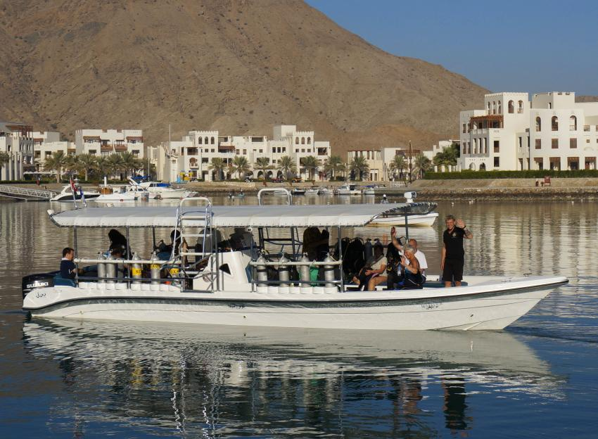 Tauchboot, Extra Divers, Sifawy Boutique Hotel, Sifah, Oman
