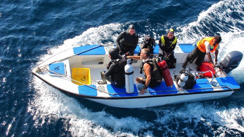 Fiberglass dinghies MV AMbai, M/V Ambai, Indonesien, Allgemein