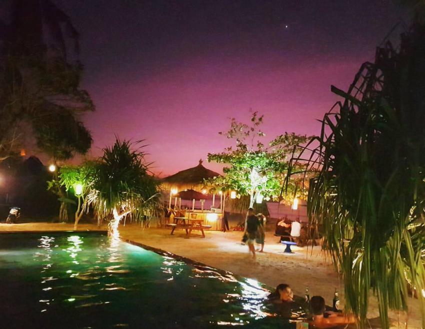Beleuchteter Bluecorner Pool bei Nacht, Pool, tauchshop, Indonesien, Bali, Lembongan, Blue Corner Dive, Lembongan