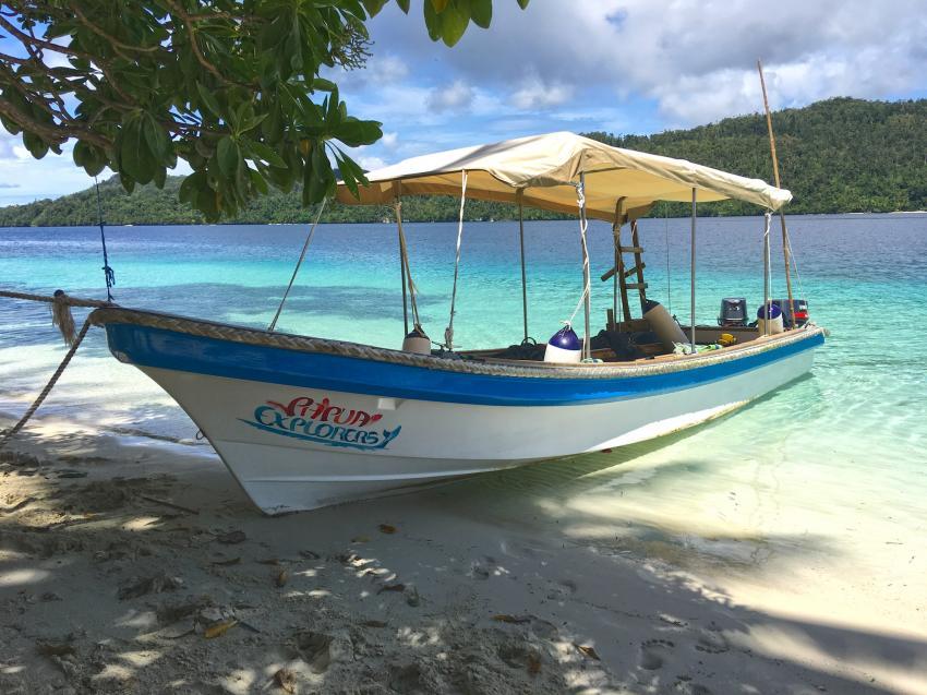 Papua Explorers Tauchboot, Tauchen Raja Ampat, Raja Ampat Papua Explorers Resort, Indonesien, Allgemein