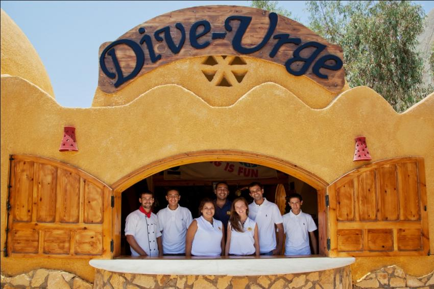 Die Mitarbeiter im Dive Urge. Dive Urge crew, Dive Urge Dive Resort, Dahab, Ägypten, Sinai-Nord ab Dahab
